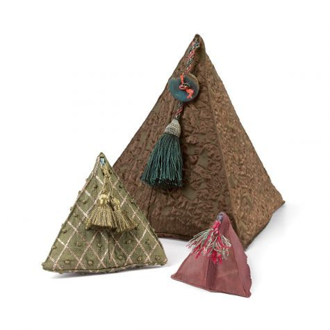These+easy-to-make+textile+tetrahedrons+can+be+used+as+perpetual+gift+wraps+or+soft+boxes.+Learn+how+to+sew+these+four-sided+gift+wrappers+with+a+free+pattern+and+instructions.
