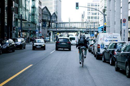Stadtansichten. mariocranks:  Riding Berlin