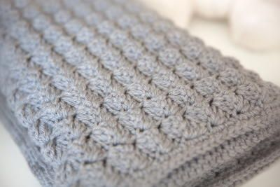 Quick and Thick Baby Blanket | A free crochet afghan pattern that's so snuggly. It's the perfect baby blanket pattern.