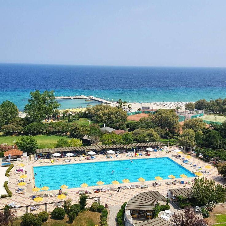Isn't that beautiful to wake up with a view like this?     Czyż nie cudownie obudzić się z takim widokiem za oknem? #perfectview #dreamview #viewfrommywindow #perfect #view #5thfloor #beautiful #weather #beach #sea #swimmingpool #shadesofblue #bluesky #noclouds #trees #luxurylife #lovemylife #hotel #greece #chalkidiki #halkidiki #exterior #wakacje #summertime #summer #vacation