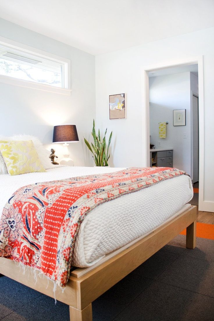 I like the white spread with colourful quilt.  Like the gray carpet tiles beneath. like the bed