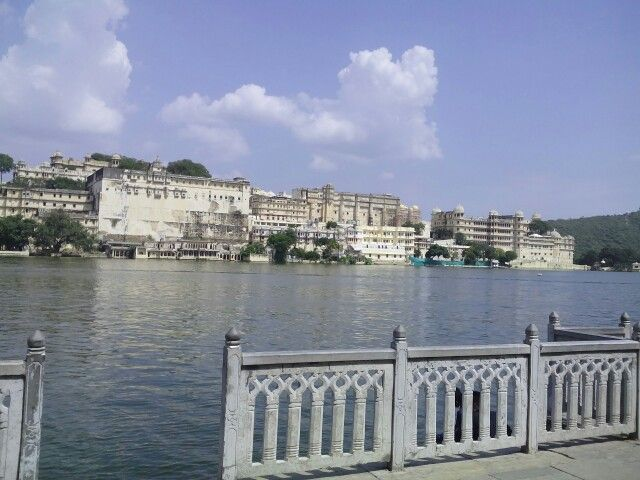 amrai ghat udaipur.view of pichola.