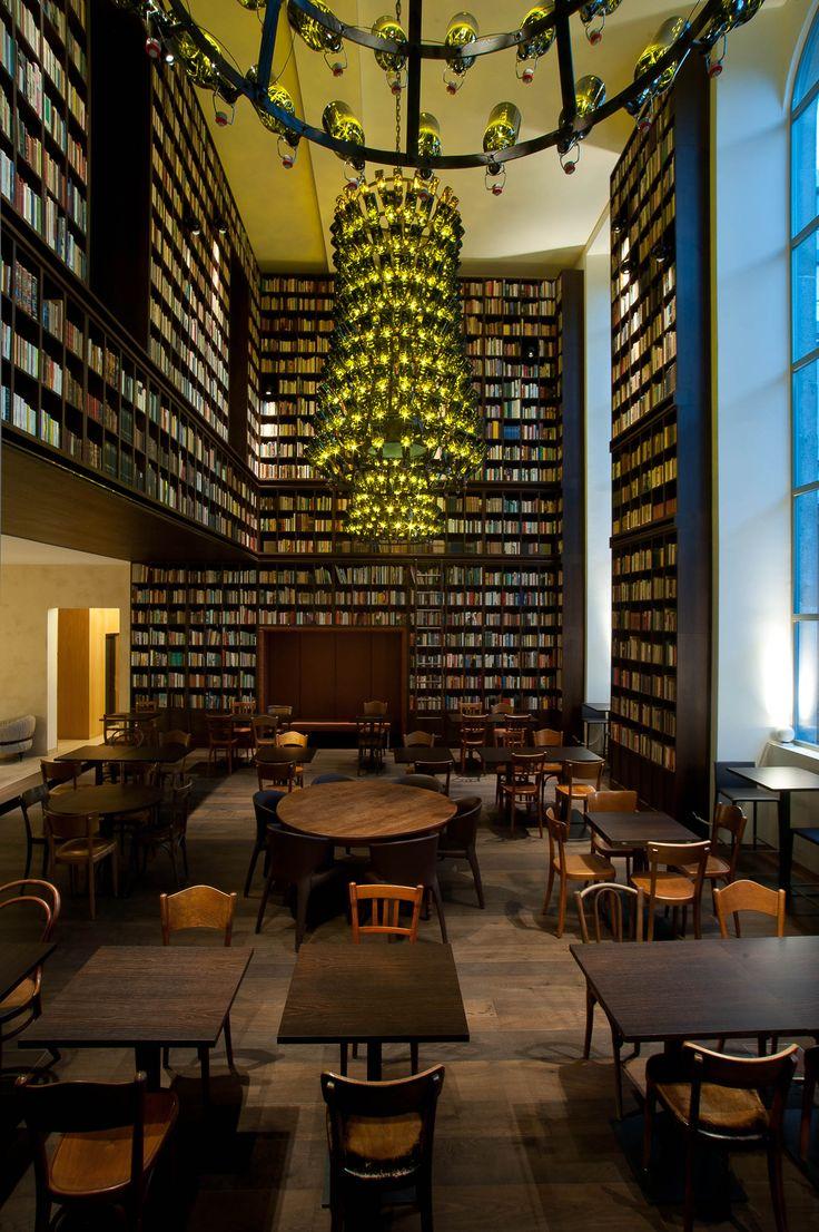 Markanter dunkler Dielenboden aus Eiche von Wimmer im B2-Hotel in Zürich.