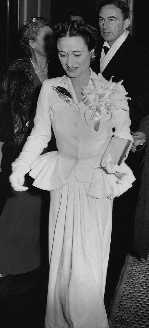 Wallis wearing the amazing brooch.