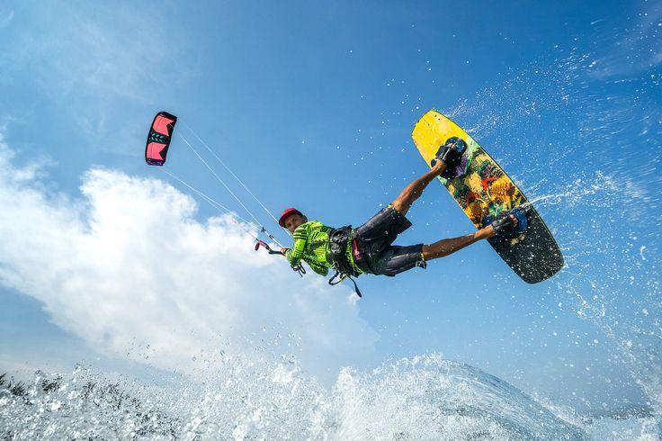 Kite Surfen  - 3 Bucketlist waardige wateractiviteiten - Manify.nl