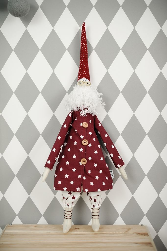 ZABAWKI DO POKOJU DZIECIĘCEGO - MIKOŁAJE. Gdy nadchodzi zima mroźna i zła zza pieców wynurzają się Mikołaje. Wpadają przez kominy, wchodzą po drabinach, zaglądają przez okna.