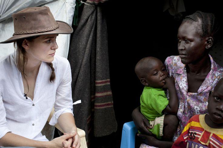 """In occasione del 3° anniversario dell'indipendenza del Sudan,Keira Knightley si è recata con #Oxfam: """"Un trauma difficile da comprendere"""", i danni della guerra civile.."""
