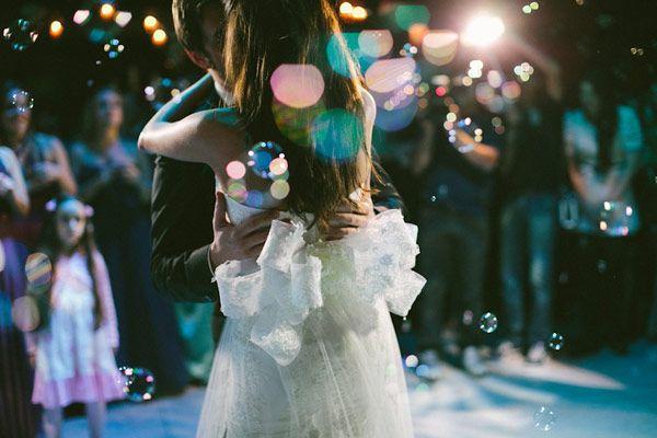 casamento-flavia-noronha-foto-fernanda-petelinkar-22.jpg (600×400): Bubbles, Foto Idea, Weddings Bows, Idea Para