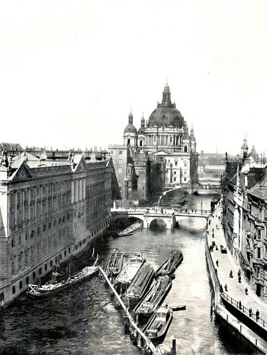 Berlin 1900 - Spree River - Berliner Dom centre - Neuer Marstall on the left & Berliner Stadtschloss on left between the two.