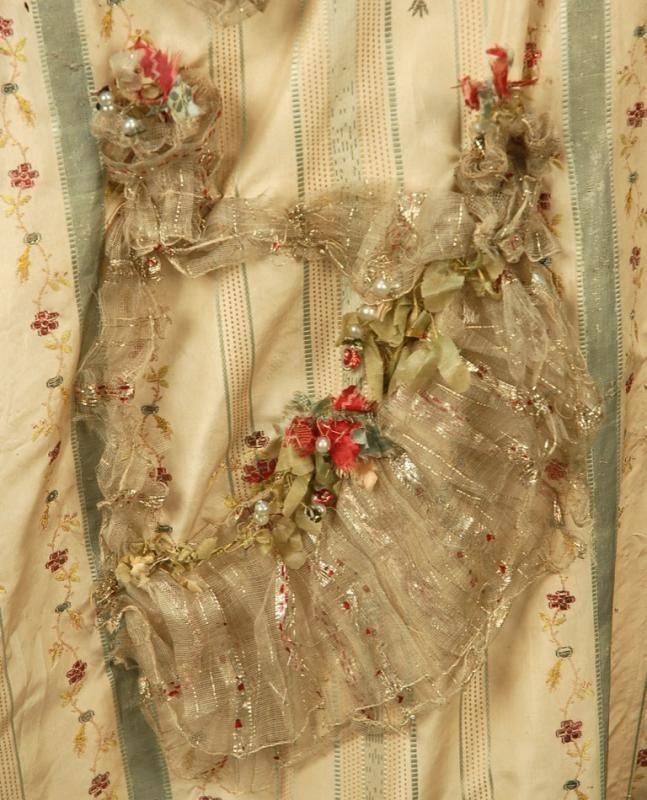 METALLIC BROCADE ROBE a la FRANCAISE, FRENCH, 1774 - 1793. - Price Estimate: $1800 - $2200