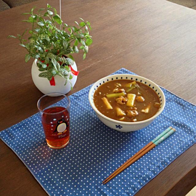 胡麻油で香ばしく焼いた鶏肉と長ネギがたまりませ〜ん! o(^_^)o - 15件のもぐもぐ - 鶏肉と長ネギのカレーうどん、プーアル茶 by pentarou