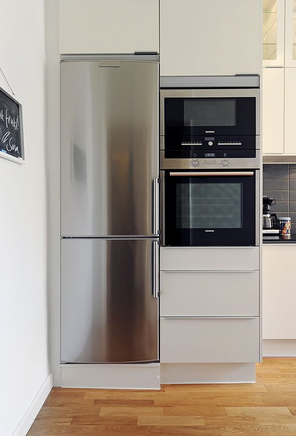 Narrow fridge for narrow spaces gothenburg apartment 9 for Design ideas for small kitchen spaces