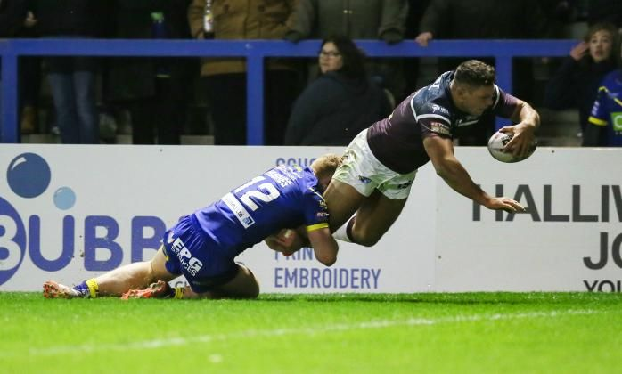 Super League: Warrington 12-16 Leeds: Rhinos start title defence with a win | Bible Of Sport