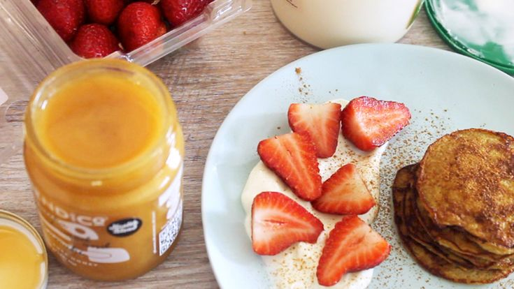 2 Ingredient Pancakes by Ari Eats ♥ This is such a super simple recipe only using two ingredients - banana and egg. I like to add vanilla and baking powder however these are option. I serve mine with yoghurt, berries (strawberries) and NZ honey.