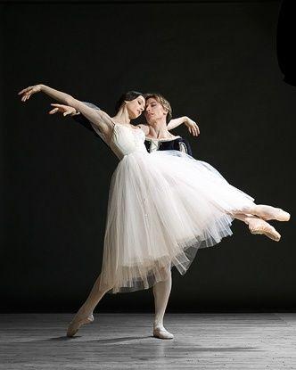 Maxim Beloserkovsky and Irina Dvorovenko in Giselle.  Photo (c) Lois Greenfield.