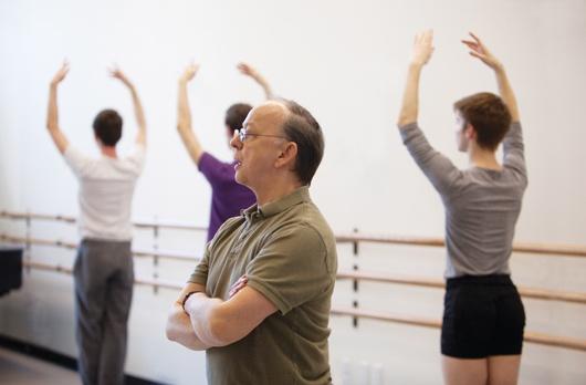 Juilliard dance director Lawrence Rhodes gives ballet class (Rosalie O'Connor)