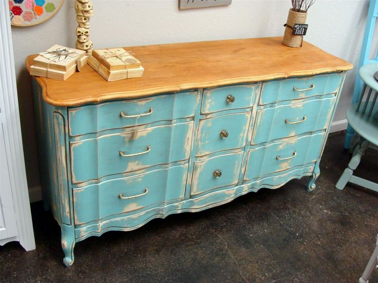 Love the light wood top and turquoise base!