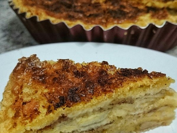 A Torta de Banana em Camadas é muito prática e deliciosa. Faça para o lanche ou a sobremesa e surpreenda todos os seus convidados! Veja Também:Torta Mouss