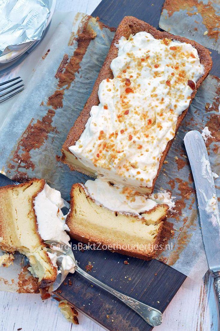 Cheesecake met boterkoekbodem in een cakevorm. L Een recept van Miljuschka Witzenhausen. Klik op de knop: Bron boven de foto en je komt op de website met het recept!
