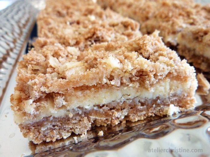 Creamy Meyer Lemon Crumb Bars recipe, via atelierchristine.com #easy #baking #oats #fruitdesserts