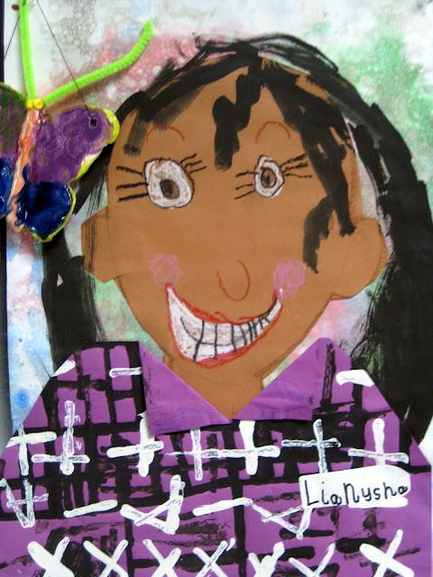 Cassie Stephens: In the Art Room: The Art Show Part 1    Self portraits with Kindergarten--cut paper, bubble printing, painting, and more.  Very cute!