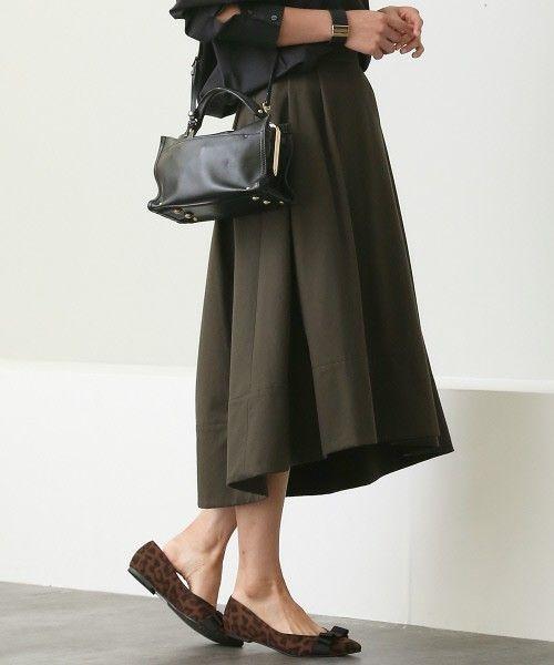 Rouge vif タックボリュームスカート」 ¥17,280税込 問い合わせ番号: 14650296(ZOZO) 31330070009(店舗) 素材: 綿 100% 重めの素材で作ったカジュアル感のあるスカートは、甘くなり過ぎないので普段はパンツ派の方にもおすすめ。秋冬らしい微起毛の素材が今年らしく、しかも冬まで着られるのでいまの時期にぴったり。シャツにもニットにも合わせやすいバランスなので、ワードローブに1枚あるとスタイリングがぐっと旬な印象になります。