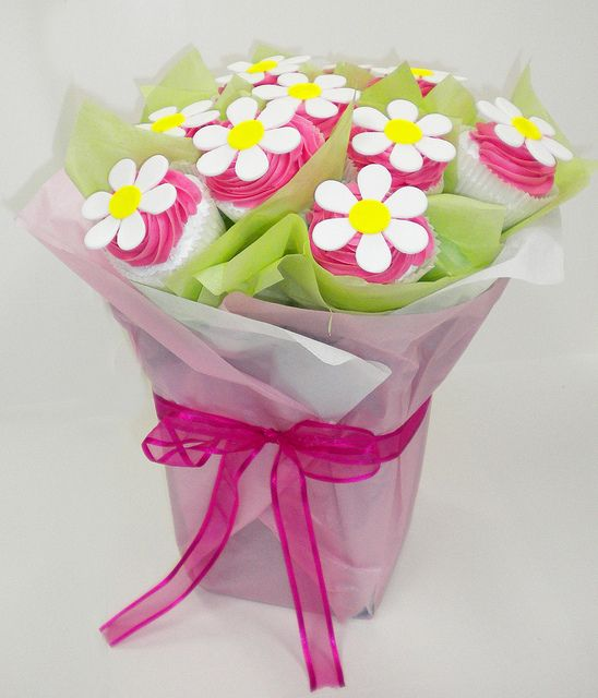 Daisy mini Cupcake Bouquet by Simply Cupcakes Australia, via Flickr
