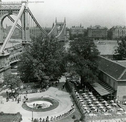 1937-38. Tabán, Döbrentei tér - az Attila-forrás ivókútja, hátrébb a Juventus-forrás ivókútja, jobbra a Rudas gyógyfürdő terasza, balra az Erzsébet híd