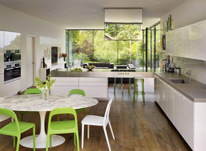 Cum extinzi o casă victoriană cu o construcție modernă, din oțel și sticlă?