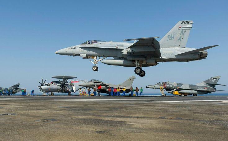12 mars 2015, par Arnaud. Voilà une image qui n'est pas banale du tout. Ce mardi 10 mars, deux avions de chasse américains F/A-18 Hornet de l'US Navy se sont entraînés à l'appontage