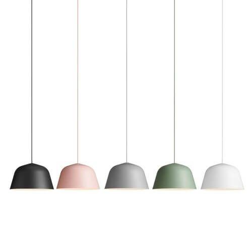 Ambit pendant fra Muuto, designet av Stockholm baserte TAF Architects. Ambiter en tidløs og bruksvennlig pendellampe med sterk karakter. Lampen fås i fem farger og har en hvitmalt innside som skaper en delikat kontrast, itillegg tilat det gir maks lys fra lampen.Produktbeskrivelse:Aluminium lampe med tekstilledning Størrelse:Ø 40 H 23,8cmLyskilde:Max 60W vanlig pære, max 11W LED