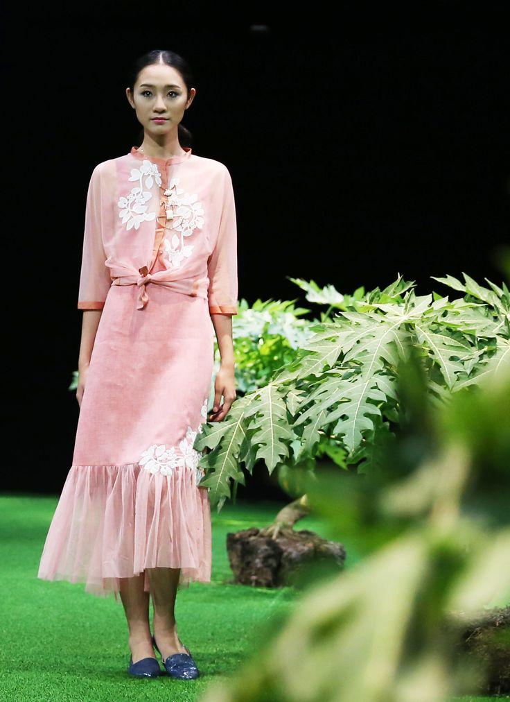 Vietnam Fashion Week SS17 - Ready to wear.        Designer: Nhi Hoàng   Photo: Cao Duy