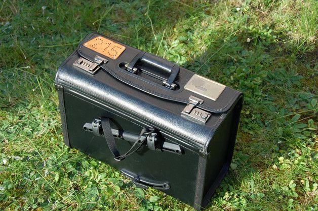 **mächtig gewaltig:** Riesiger Zahlenschloss-Aktenkoffer mit modernem Fahrrad-Befestigungs-System von namhaftem deutschen Hersteller.    Der Koffer weist nur minimale Gebrauchsspuren auf und...