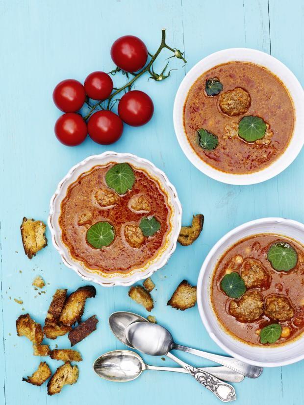 Tomatsuppe med kikerter og kjøttboller