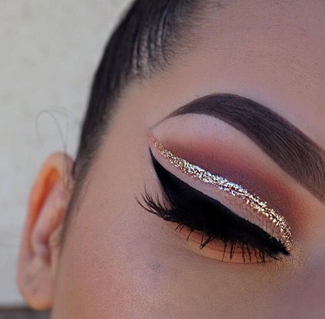 gold glitter cut crease w/ sharp winged liner