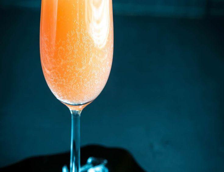 Ce cocktail à été inventé par Giuseppe Cipriani fin des années 1940 au Harry's Bar à Venise en hommage au peintre Giovanni Bellini.