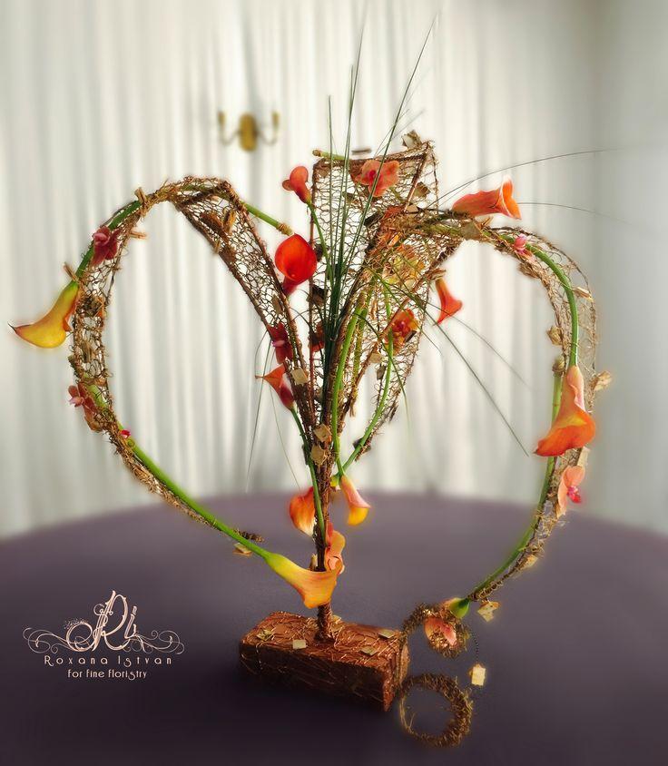 Private or corporate centerpiece structure. Details via: http://roxanaistvan.florist, e-mail: designer@roxanaistvan or telephone +40745087756.