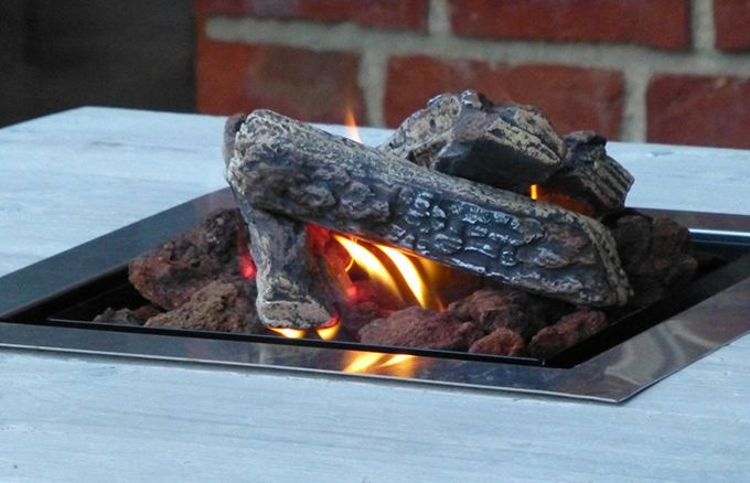 Zaubern Sie mit dem WITTEKIND Feuertisch ein besonderes Ambiente auf Ihrer Terasse - einfach gemütlich und behaglich.