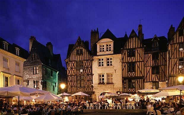 Tours, Hauptstadt des Dép. Indre-et-Loire in der Region Centre-Val de Loire; liegt an der Loire, zwischen Orléans und der Atlantikküste Bild: Place Plumereau