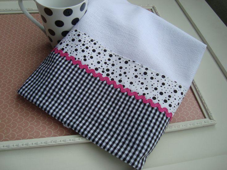 pano de prato com barrado em patchwork com tecido 100% algodão e aplicação de zig zag.