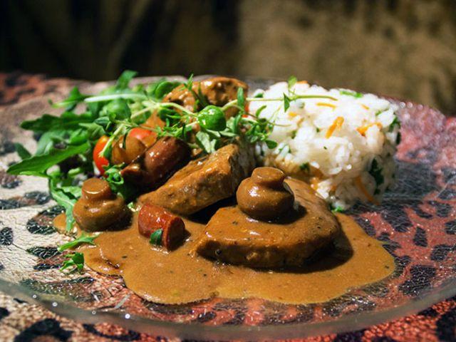 Leopardgryta med prickiga ingredienser och djungelboll (kock Susanne - Karlskrona)