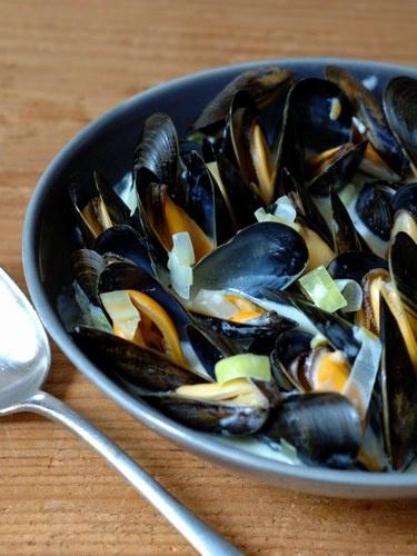 Moules marinières : recette des moules marinières - Recette classique - Cuisine française : recettes des grands classiques - aufeminin.com #EatGirl #FoodJungle #FoodReporter #FoodTrotter
