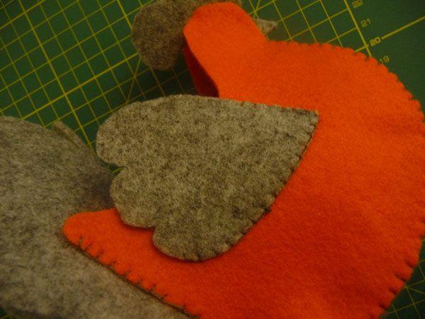 applicate le ali cucendole soltanto sui due lati che si appoggiano al corpo.