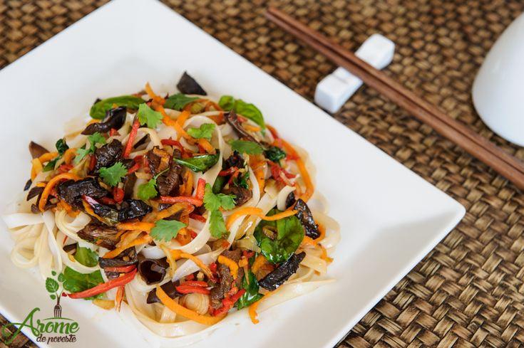 Noodles cu legume, ciuperci si sos soia cu ghimbir - Arome de poveste