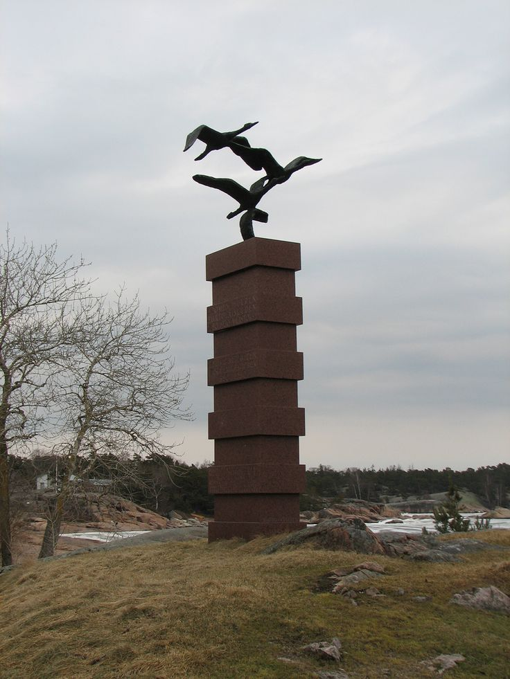 Muuttolinnut (The emigration monument, Mauno Oittinen, 1967) Hanko (1944 × 2592) During the years 1880-1930, nearly 400,000 Finns and Russians emigrated to America. Of these about 250,000 passed through Hanko, travelling first to England and then on to the USA, Canada or Australia. They started the journey on the same steamships that transported butter, the major export of those days, to England.