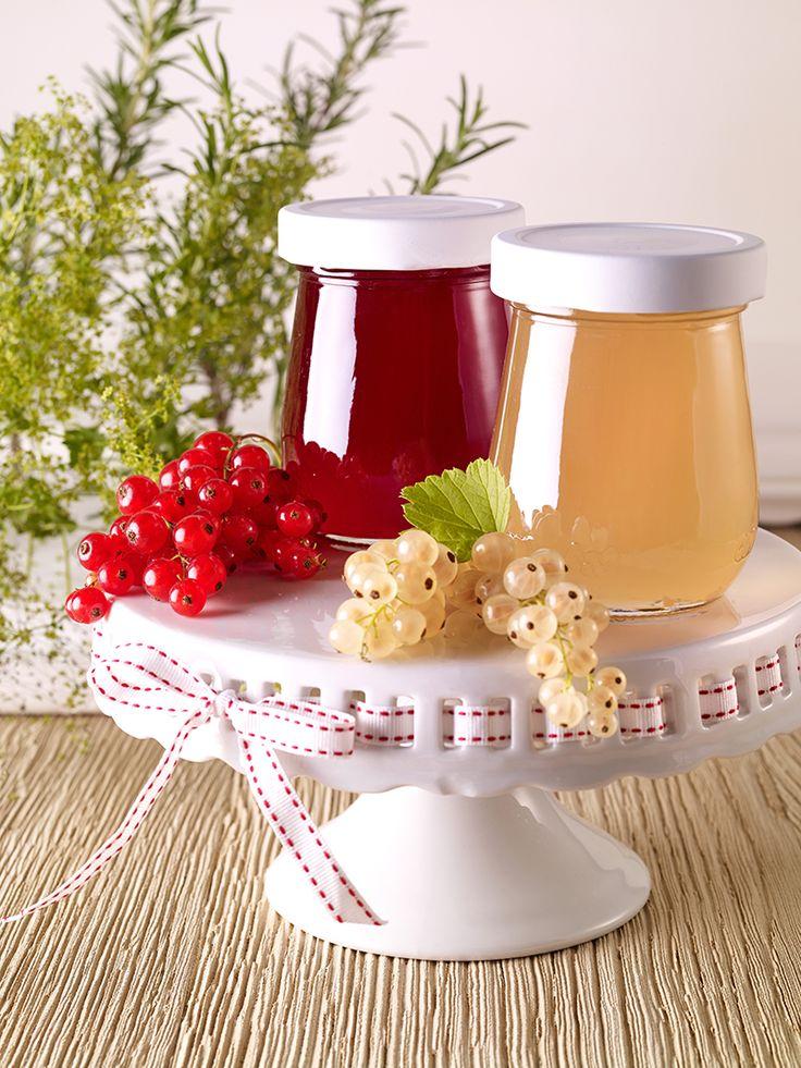 Johannisbeergelee mit Rosmarin -  Ein fruchtiges Gelee mit gehacktem Rosmarin