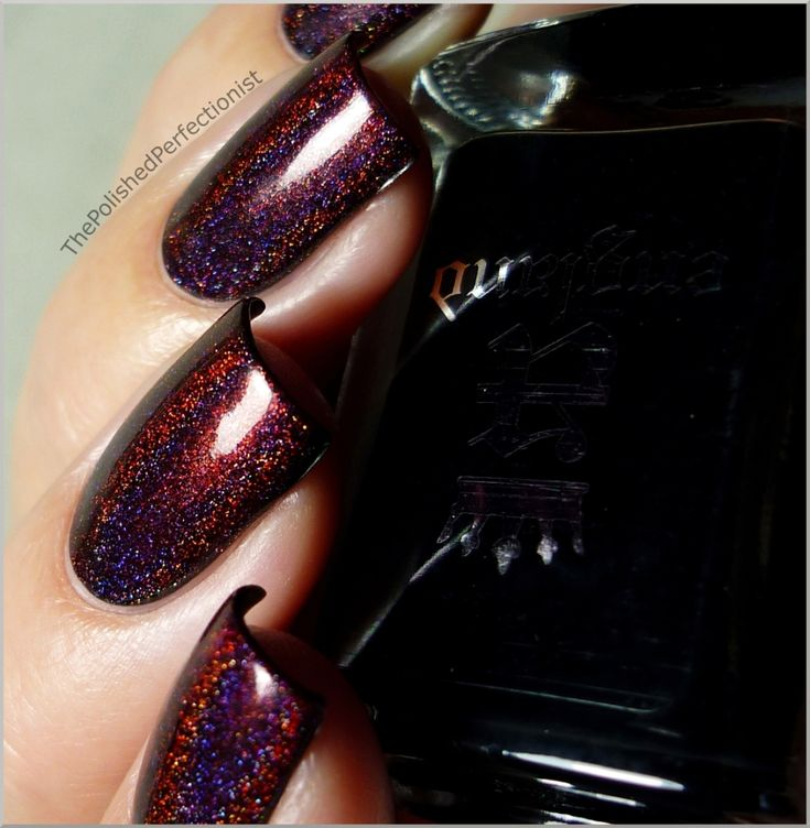 Colors: one coat of a england's Camelot and one coat of Speciallità's Ares. The result: dark maroon colored nails with a smashing prismatic effect