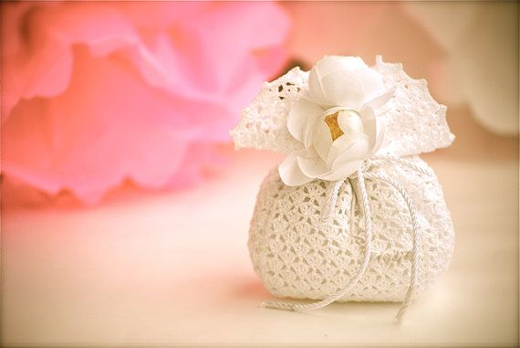 Wedding favor  Crochet  White bag di LeCrochetdOr su Etsy, $12.00
