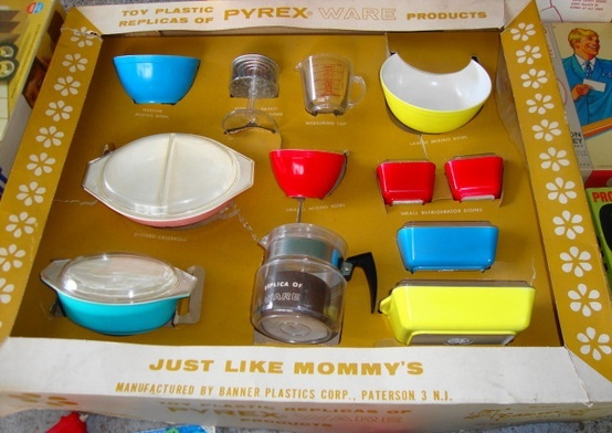 OMG !!!!! PYREX AND VINTAGE TOY.  My two favorite  things...    Vintage Kid's Play Pyrex!!!
