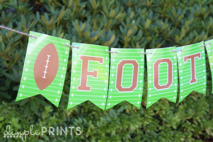 Print this awesome, free football banner from Carli at DimplePrints -- and even download the full alphabet to customize your own game day banner!
